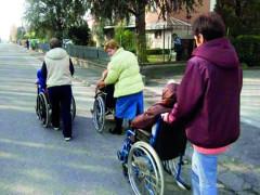 Assistenti familiari, badanti, anziani, assistenza domiciliare