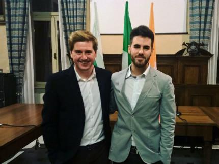 Passaggio di consegne tra i Giovani Democratici della Federazione di Ancona: a sx Marco Pettinari e a dx Silvio Gregorini