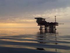 Una piattaforma per l'estrazione di idrocarburi, trivelle, trivellazioni