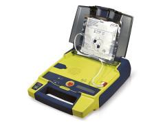 Un defibrillatore semiautomatico (DAE)