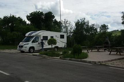 "L'area per camperisti ""CoriCamper"" in via Pecciameglio a Corinaldo. Foto tratta da camperonline.it"