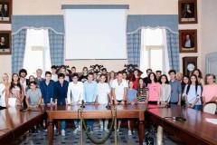 """La cerimonia di consegna del premio di merito scolastico """"Generale Domenico Grandi"""" nella sala consiliare di Corinaldo"""