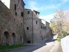 Serra de' Conti: uno scorcio delle mura su lato San Francesco