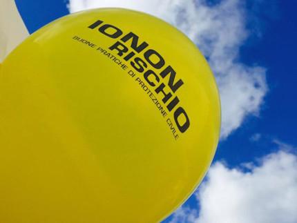 """Un palloncino della campagna di comunicazione nazionale sui rischi naturali """"Io non rischio"""" promossa dalla Protezione Civile"""