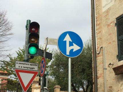 Ostra, nuovo impianto semaforico all'intersezione tra Via San Francesco e Via Madonna della Rosa