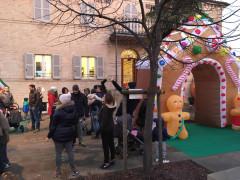 Famiglie e bambini di Trecastelli al villino Romualdo di Ripe per Sconvolginatale