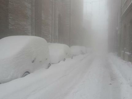 Maltempo, Arcevia sotto mezzo metro di neve: disagi e incidenti ...