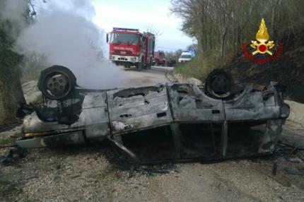 Firenze. L'auto prende fuoco ad Arcevia morto Vittorio Mallucci