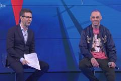 """Fabri Fibra (a destra) ospite a """"Che tempo che fa"""", su Rai 3, con Fabio Fazio"""