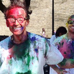 Due partecipanti alla crazy run durante la festa dei folli a Corinaldo