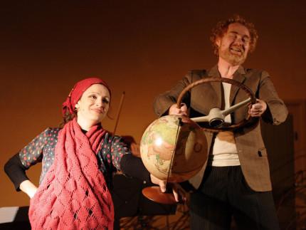 """Teatro dell'Orsa, spettacolo """"Cuori di Terra"""". Foto di Alberto Bellini"""