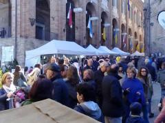 Il mercatino a Corinaldo durante la Festa dei Folli 2016