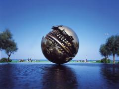 Pesaro: la Sfera Grande (Palla di Pomodoro): fusione in bronzo realizzata dallo scultore Arnaldo Pomodoro