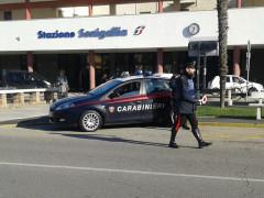 Carabinieri davanti alla stazione ferroviaria di Senigallia
