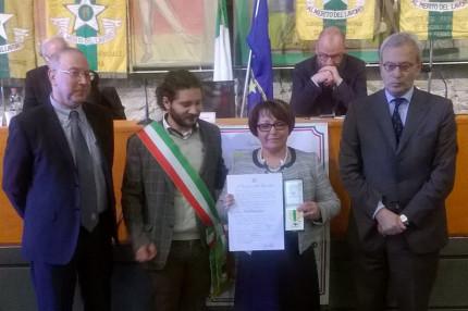 Nella foto: da sx Giuliano Pianelli (AD Plastica Valmisa); Andrea Storoni (sindaco di Ostra); Paola Bottacchiari (Maestra del Lavoro); Antonio D'Acunto (Prefetto di Ancona)