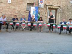 Il consiglio comunale svolto in piazza V.Emanuele II a Castelleone di Suasa
