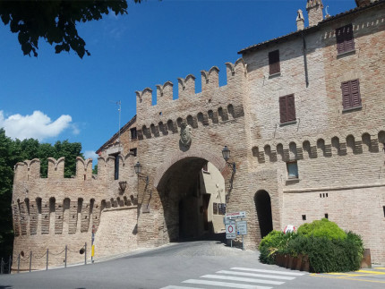 Un tratto delle mura antiche di Corinaldo restaurate