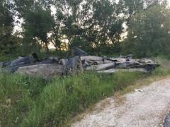 I resti del cantiere sulla sp. 12 Corinaldese lasciati a terra