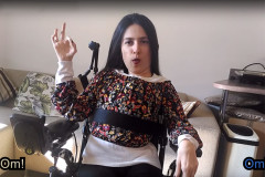 La parodia Carrozzati's Karma delle sorelle Maria Chiara e Elena Paolini di Senigallia