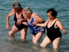 Anziani al mare