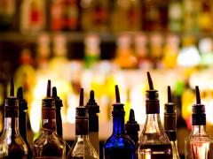 cocktail, alcol, bottiglie di alcolici, bar, somministrazione di bevande alcoliche