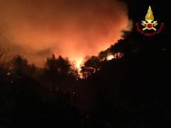 Vasto incendio sul San Bartolo, nel pesarese