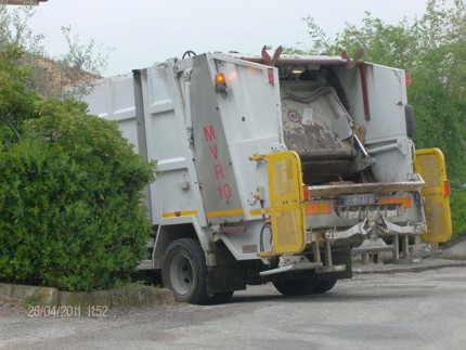 raccolta rifiuti-Ostra Vetere