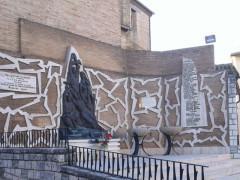 Monumento ai caduti di Barbara (Foto tratta da www.pietredellamemoria.it)