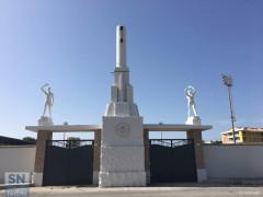 Restaurato il gruppo scultoreo situato all'ingresso dello stadio comunale Bianchelli di Senigallia. Foto di M.Mariselli
