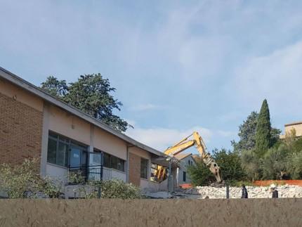 Demolizione palestra ad Ostra