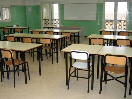 Banchi di scuola, classe, aula scolastica