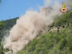 Esplosione di roccia a Genga