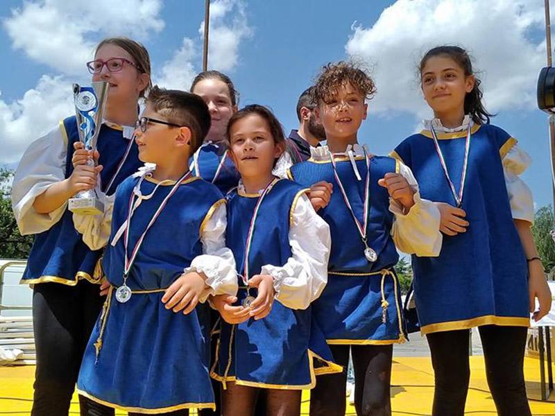 """Podio per i giovani under 12 del """"Combusta Revixi"""" al Campionato Nazionale Sbandieratori e Musici"""