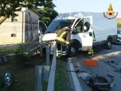 Incidente sull'Arceviese: furgone contro guard-rail