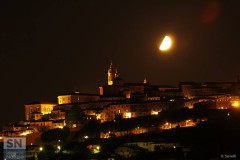 Luna su Corinaldo - foto di Orietta Savelli