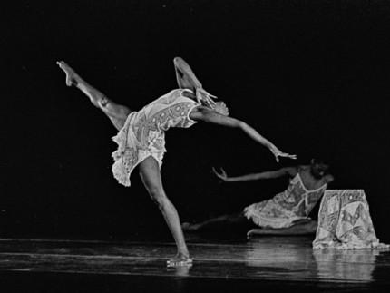 """Emanuela Sforza, Alvin Ailey American Dance Theater """"Good morning blues"""" Modena,Teatro in Piazza, 21 luglio 1983"""
