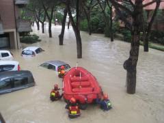 Alluvione a Senigallia - Vigili del Fuoco in gommone