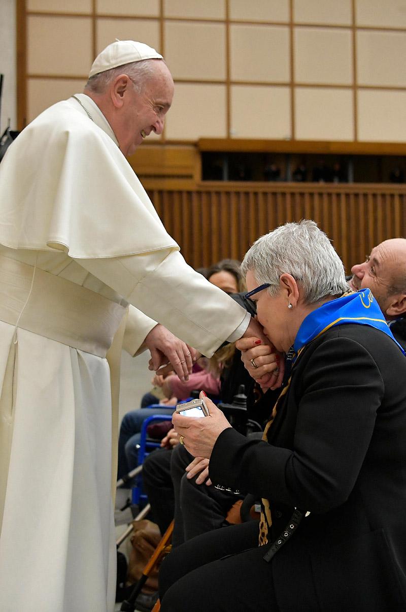 Papa Francesco e la presidente di BCC Ostra e Morro d'Alba, Paola Petrini