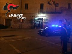 Carabinieri sul posto dopo attacco con esplosivo al bancomat a Castelleone di Suasa