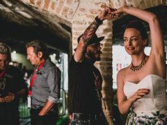 Backstage Summer Jamboree con Ringo e Filippo La Mantia, a sinistra, e Alice Balossi, a destra - foto Beatrice Perticaroli