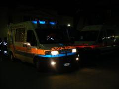 Un'ambulanza in azione di notte