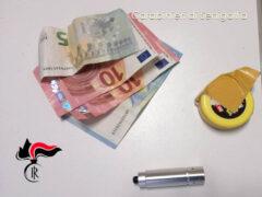 I soldi e gli attrezzi sequestrati dai Carabinieri a Senigallia