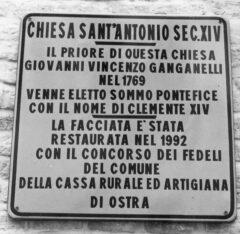 Vecchia targa davanti alla chiesa di Sant'Antonio Abate a Ostra