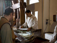Lavorazione di carta a mano