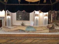 Ostra espone il cataletto del Cristo Morto