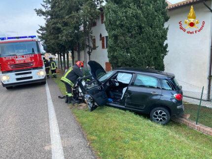 Incidente a Corinaldo: vettura contro autocarro